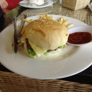 Lotus Lodge, Siem Reap: Cheesburger