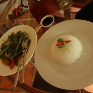 20130828_09_01_Sihanoukville_Mushroom_Point_Eat_001