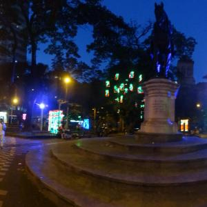 20131217_Parque_Bolivar_Catedral_Metropolitana_y_Rio_Medellin_001